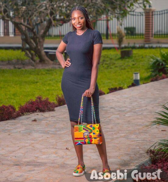 Lady with matching ankara bag and shoe