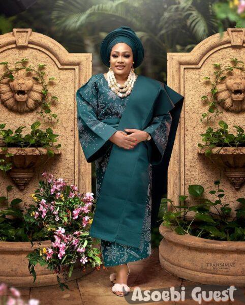 yoruba woman on aso oke