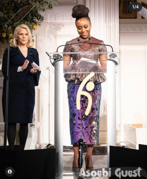 Chimamanda Ngozi Adichie in asoebi